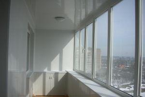c_300_200_16777215_00_images_natyazgnoy_potolok_na_balkon.jpg